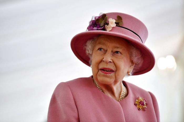Britain's Queen Elizabeth II visits the Defence Science and Technology Laboratory (DSTL) at Porton Down, England. (Oct. 15, 2020)