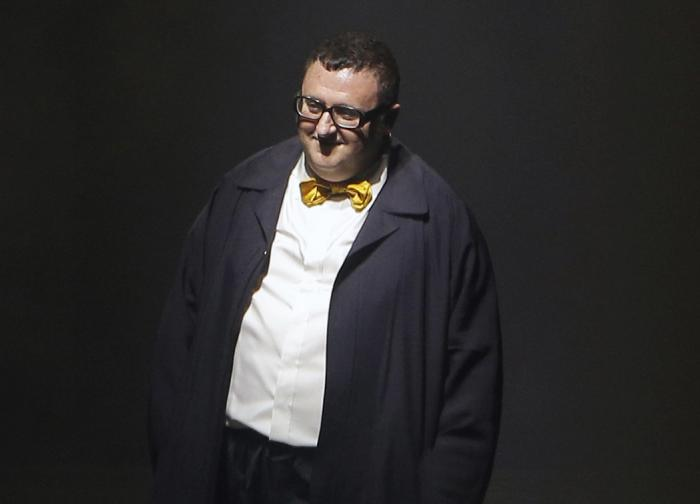 In this file photo dated Thursday, Oct. 1, 2015, Israeli fashion designer Alber Elbaz acknowledges applause at the end of his Spring-Summer 2016 ready-to-wear fashion collection for Lanvin.